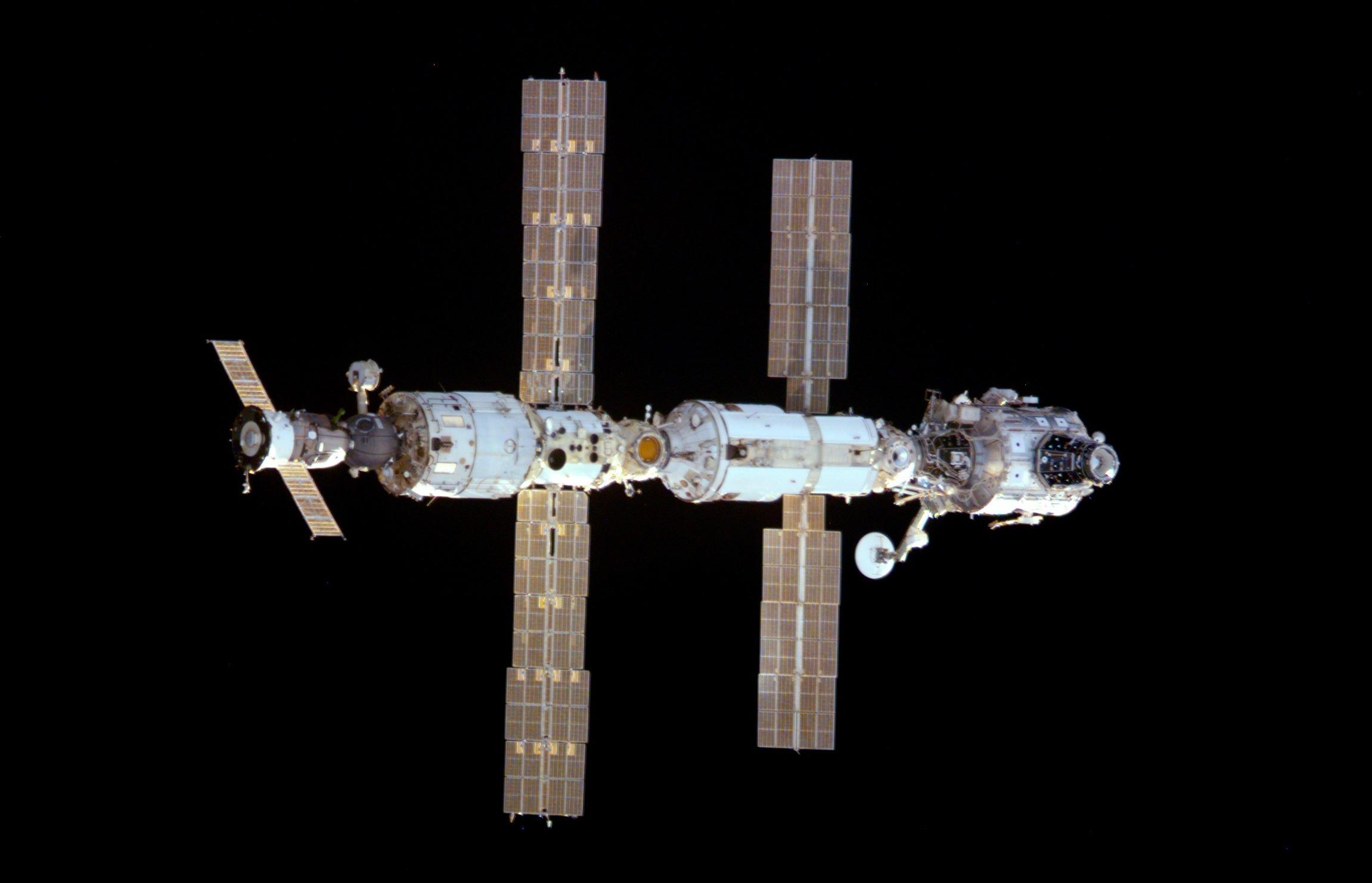 Така изглежда МКС през декември 2000 г.